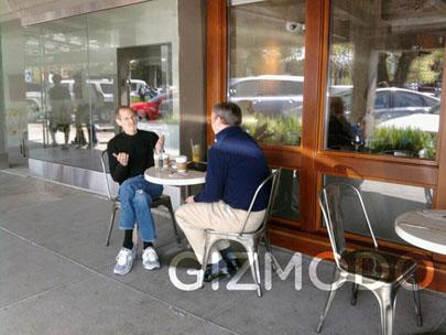 Steve Jobs y Eric Schmidt fueron vistos tomando un café en Palo Alto California 3