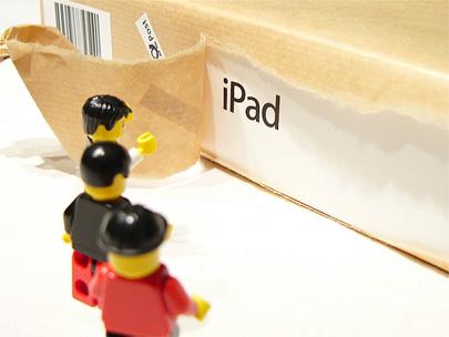 Desempaquetado de un iPad por figuras de Lego 3