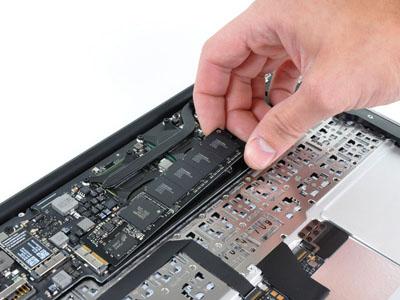 """iFixit destripa la nueva MacBook Air de 11.6"""" pulgadas 3"""