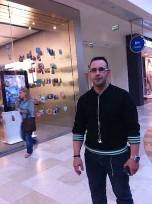 Ya hay cola para comprar el iPad 2 en la Apple Store de Madrid 3