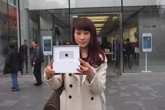 Chunli Fu recoge su premio en la Apple Store de Beijing 3
