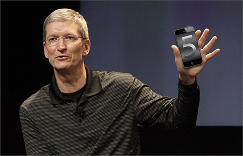 Tim Cook iPhone 1(1)