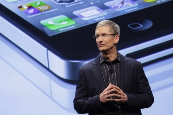 Tim Cook, CEO de Apple, critica a Google y Facebook