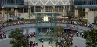 Colas de gente en tienda Apple Store para comprar iPhone 6s y iPhone 6s Plus