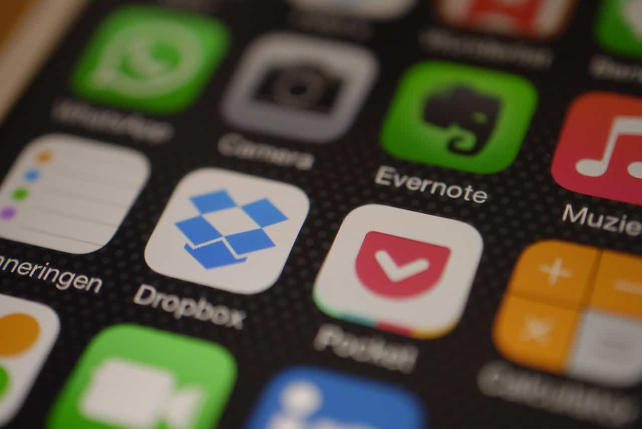 pantalla de movil con iconos de aplicaciones moviles de evernote y dropbox