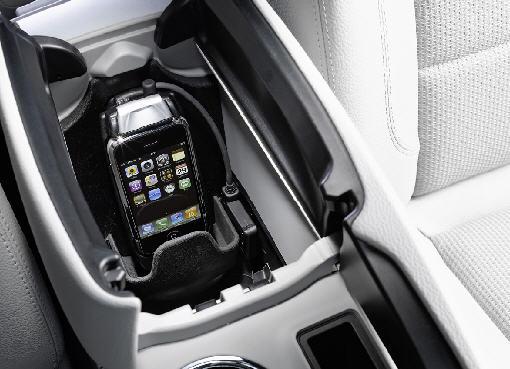 iphone-mercedes-cradle.jpg