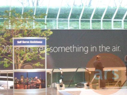 """2008 Theres something in the air"", primeros carteles en Moscone Center para la Macworld 2008 6"